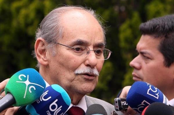 Con inmenso dolor les informo que mi padre Horacio Serpa Uribe ha fallecido el día de hoy.